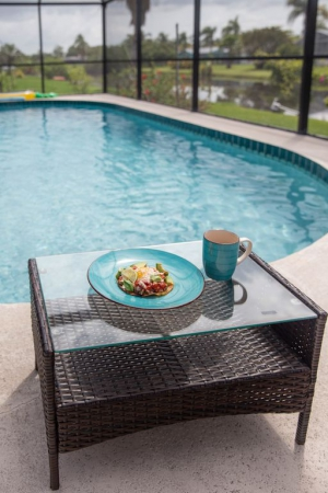 Enjoy your breakfast by the pool. q